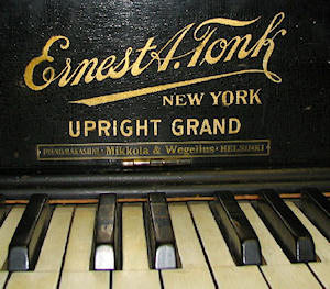 The decal of a Tonk piano